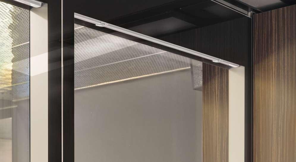 Aura 600 FGE-siirtoseinä integroiduilla kaihtimilla