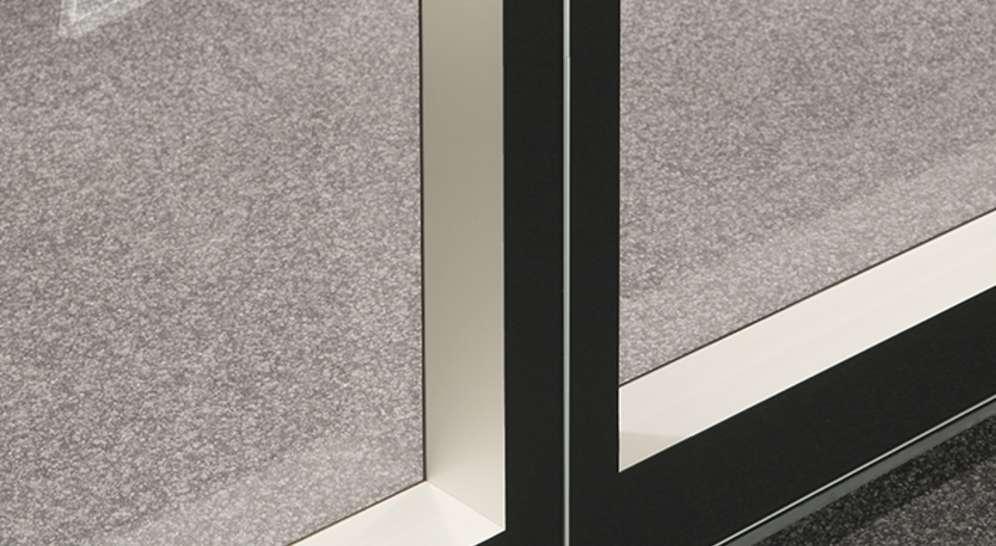 Aura 600 FGE-elementin kehys maalataan lasin sisäpuolelta. Kehys on sivuilla 50 mm, alhaalla ja ylhäällä 100 mm.