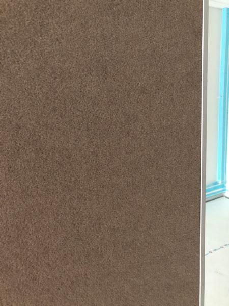 Aura 600 siirtoseinä akustoivalla kiinnityspinnalla, sävy Grége